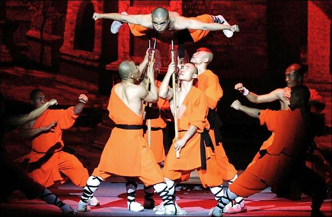 http://www2.kenyon.edu/Depts/Religion/Fac/Adler/Reln270/Images270/Shaolin2.jpg